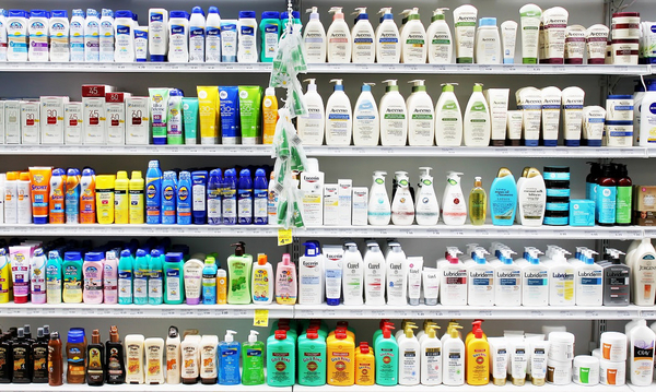 Einkaufen Niloo Shutterstock 303937541